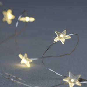 Diese süße Silber Lichterkette mit LED Sternen und einer eingebauten Timer-Funktion hat eine schöne Ausstrahlung.